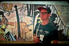 Steffen bei einer Kunstausstellung