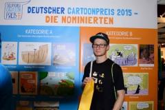 Steffen beim Cartoonpreis 2015 auf der Buchmesse: die Nominierten-Wand